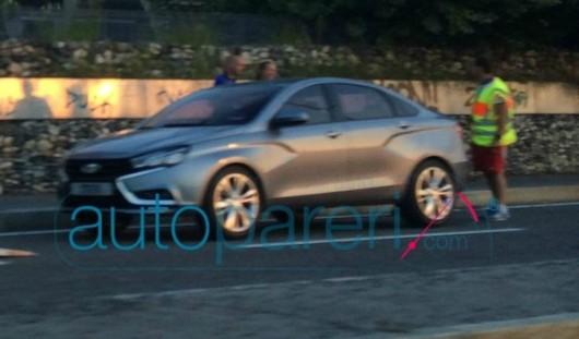 В Интернет попали шпионские фотографии нового седана Lada Vesta
