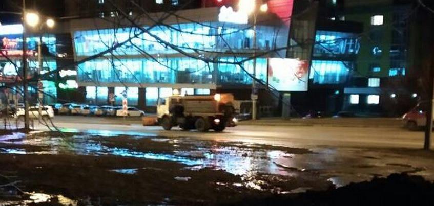 Депутаты пожаловались на качество очистки места порыва на ул. 10 лет Октябряв Ижевске