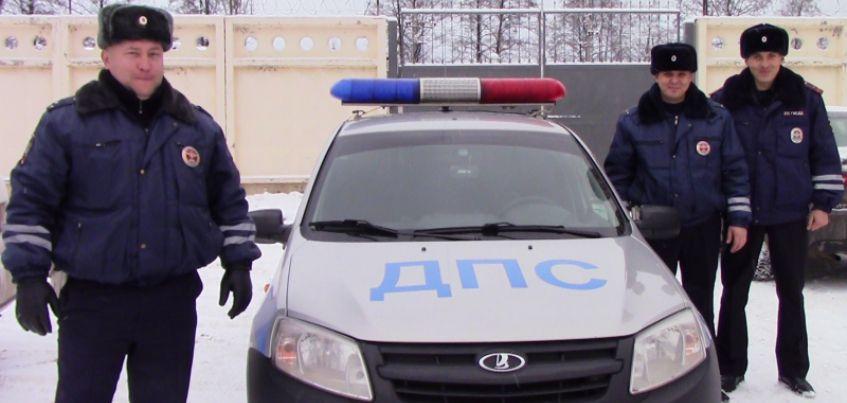 Сотрудники ГИБДД Удмуртии помогли девочке добраться до дома