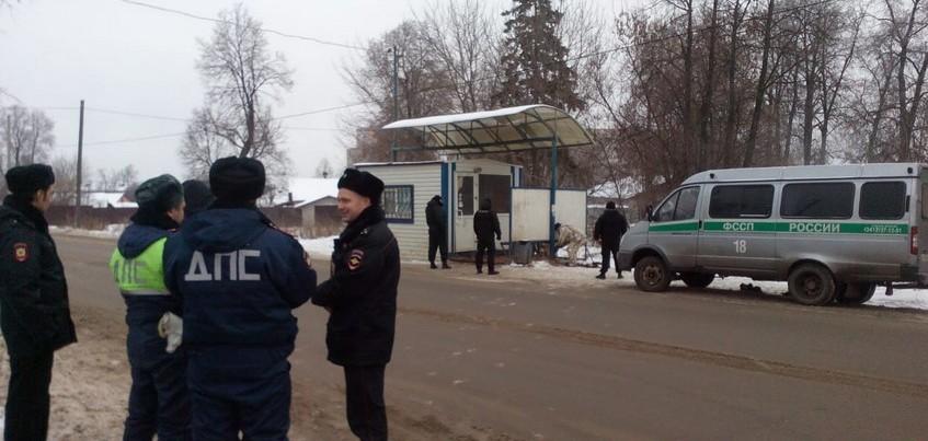 Еще два ларька снесли на остановках Ижевска