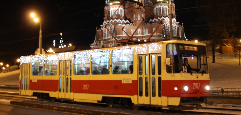 Ижевские трамваи украсили праздничными гирляндами
