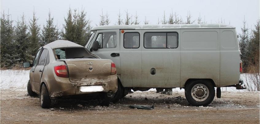 Водитель легковушки погиб в столкновении с УАЗом в Удмуртии