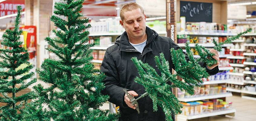 Елки-иголки: сколько стоит украсить дом к Новому году в Ижевске?