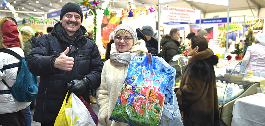 Все для встречи Нового года: на Центральной площади Ижевска продолжает работу Новогодняя ярмарка