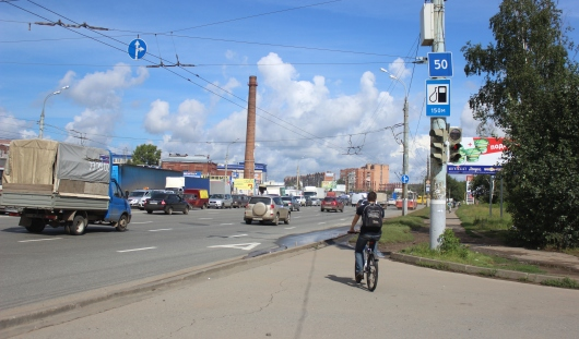 В Ижевске на перекрестке Удмуртской и Кирова снесли знак «Остановка запрещена»