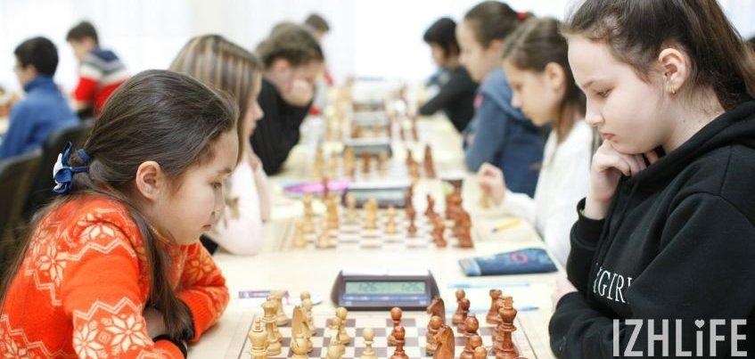 Школьники Удмуртии лидируют на Всероссийских соревнованиях по шахматам в Ижевске