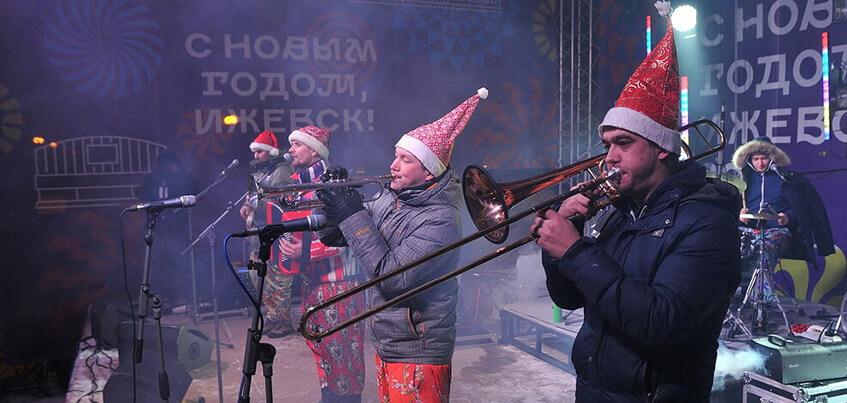 12 фото с Рождественских гуляний и концерта группы «Волга-Волга» в Ижевске