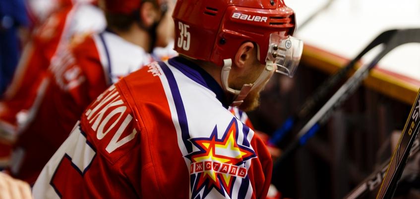 Хоккейная «Ижсталь» рассталась с двумя игроками