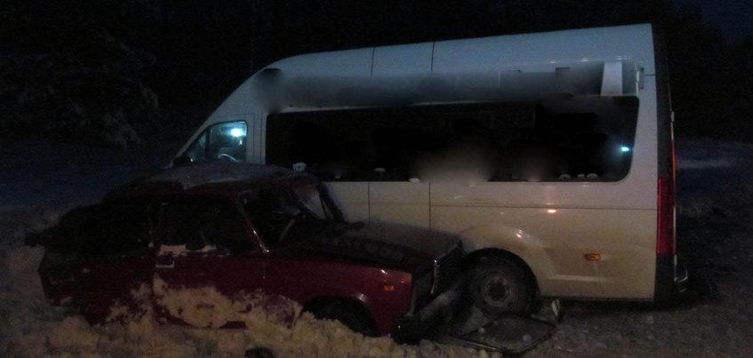 Водитель «семерки» погиб в столкновении с микроавтобусом в Удмуртии