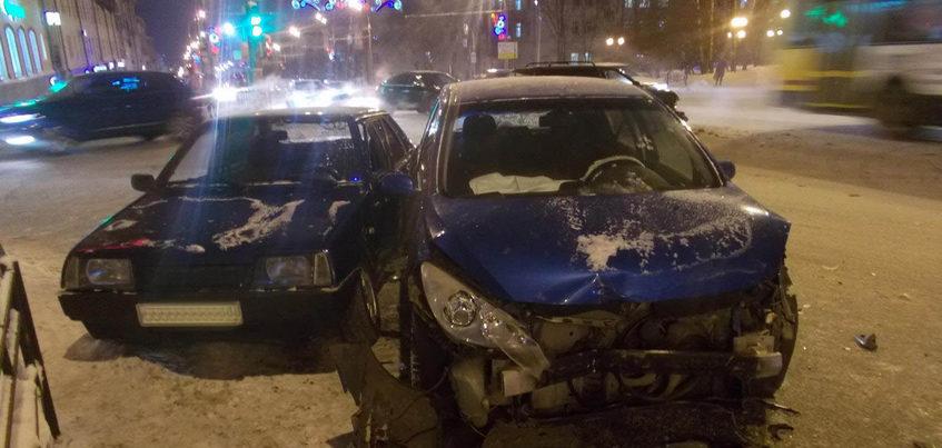 Два водителя пострадали в ДТП у Центральной площади Ижевска