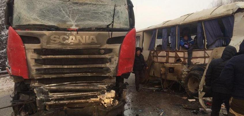 Шесть пассажиров автобуса из Ижевска пострадали в Пермском крае
