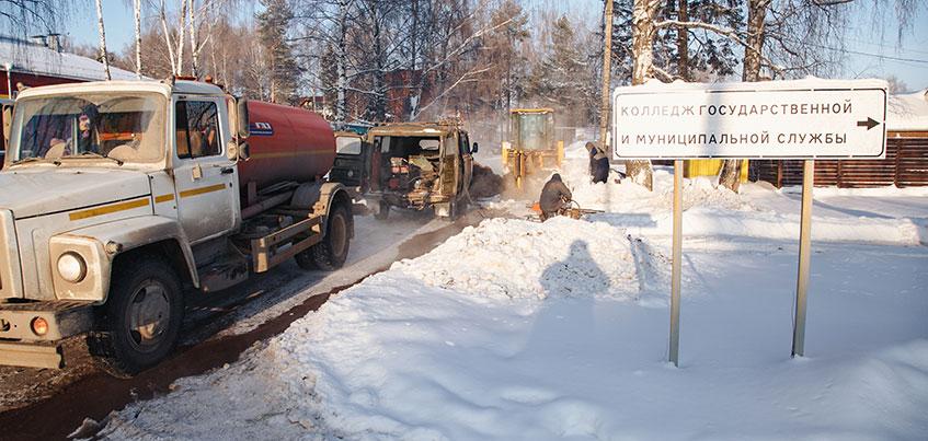 Заледеневшие дворы и примерзшие автомобили: что произошло в селе Октябрьском под Ижевском