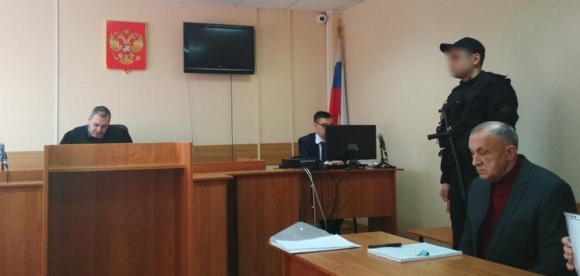 Суд приобщил к делу экс-главы Удмуртии положительные характеристики от соседей и коллег
