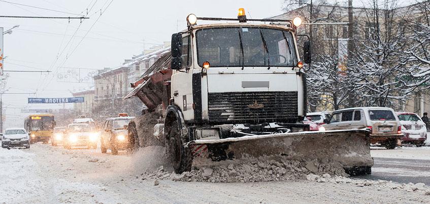 Перезимуем: заваленные снегом тротуары на 30 лет Победы и нечищеная Красногеройская