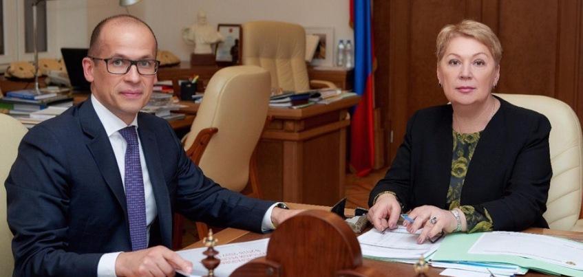 Глава Удмуртии попросил министра просвещения России поддержать строительство школы в поселке Кез