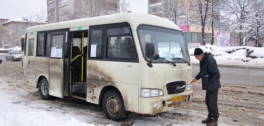 Есть вопрос: почему в ижевских автобусах скользко?