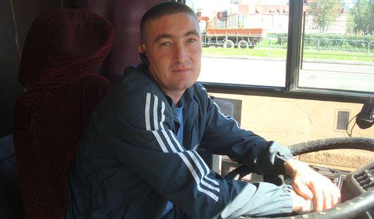 Обычный герой: водитель ижевского автобуса здоровается с каждым пассажиром