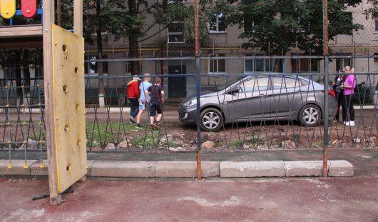 Детскую площадку от Натальи Водяновой в Ижевске сузили под парковку