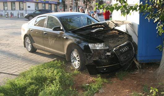 Авария с пьяным водителем и виски от насекомых: о чем утром в Ижевске