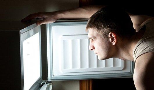 Советы, которые помогут мужчинам не хлопать дверцей холодильника ночью