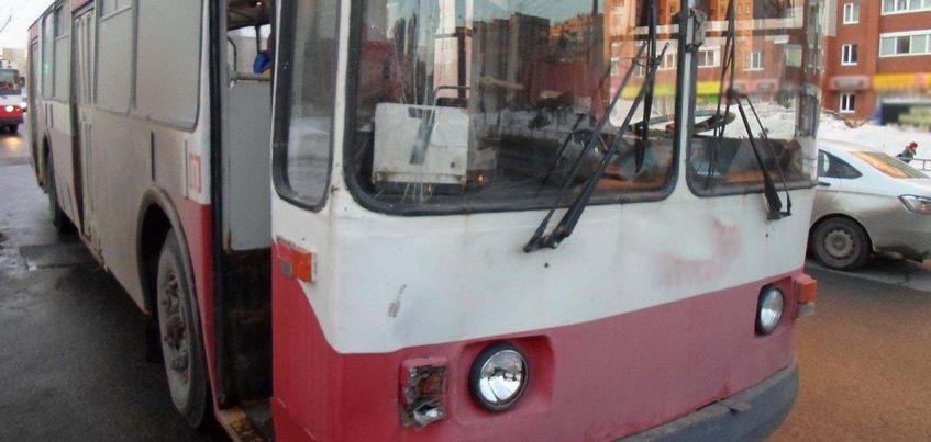 12-летняя девочка пострадала при столкновении троллейбуса и «Газели»