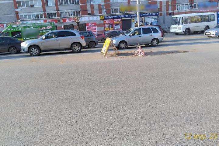 Провал асфальта произошел на ул. Либкнехта в Ижевске