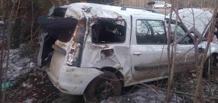 Водитель «Ларгуса» разбился на трассе в Удмуртии