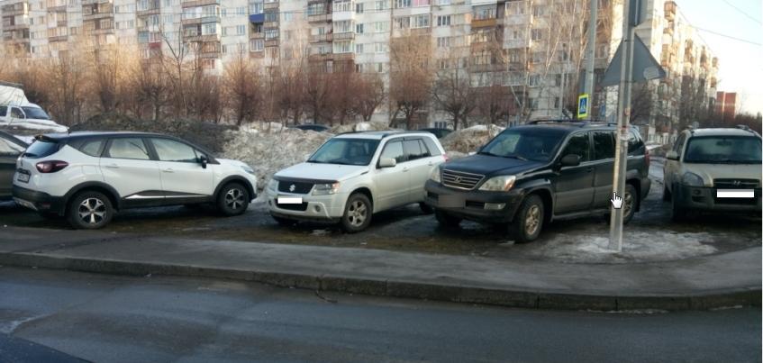 Есть вопрос: как ижевчанам наказать любителей парковаться на газонах?