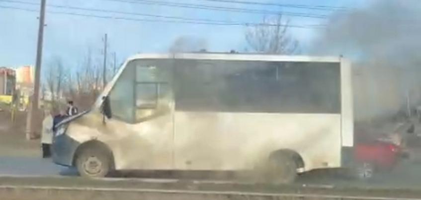 Пассажирский автобус загорелся в Ижевске