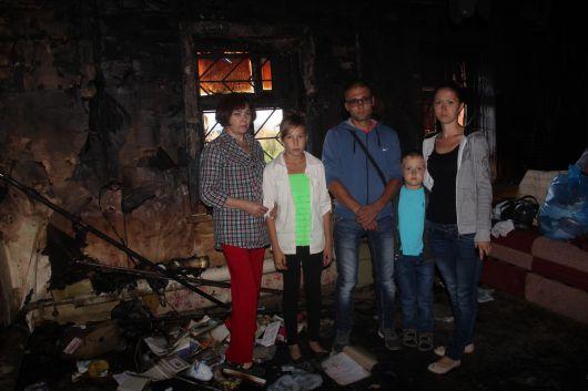 Из-за пожара в Ижевске две семьи остались без дома, денег и с долгами за кредиты
