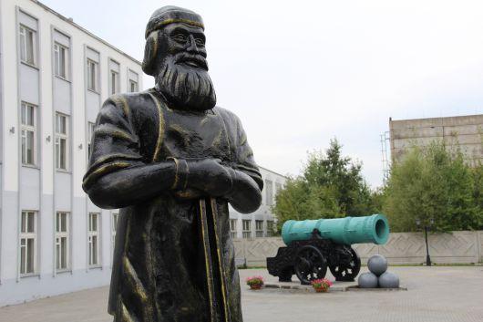 В Ижевске появился памятник кузнецу
