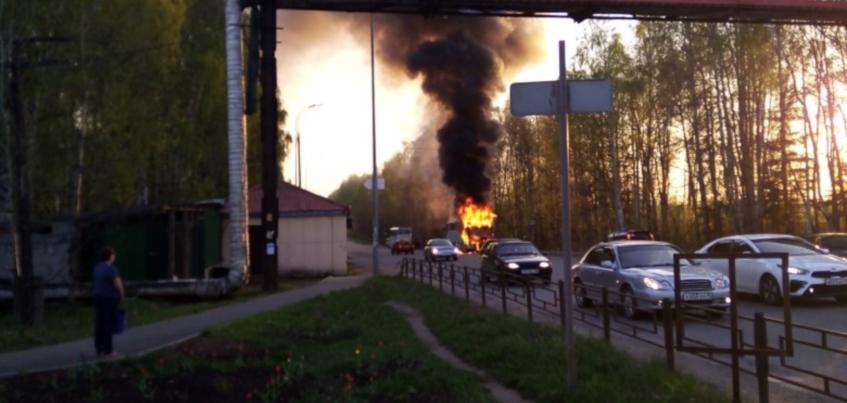 Горящий автобус потушили на трассе Ижевск – Воткинск