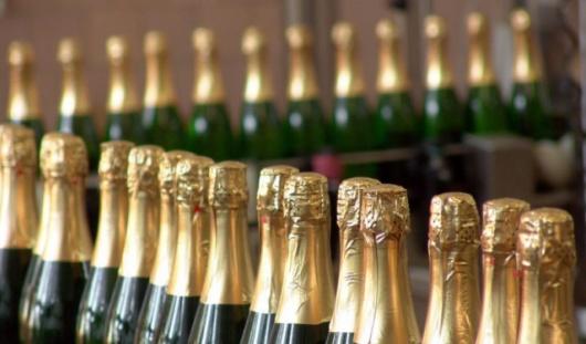 В России могут установить минимальные цены на вино и шампанское