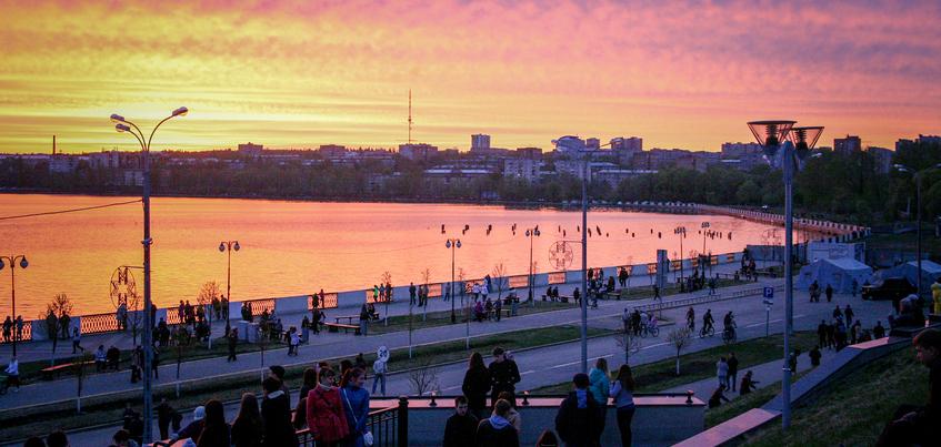 Глава Ижевска подписал документ о запрете курения на набережной пруда