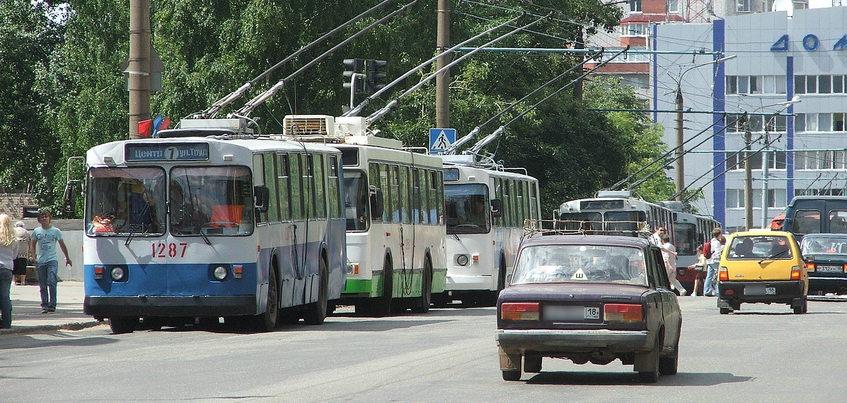 Движение троллейбусов закрыли по улице Петрова в Ижевске