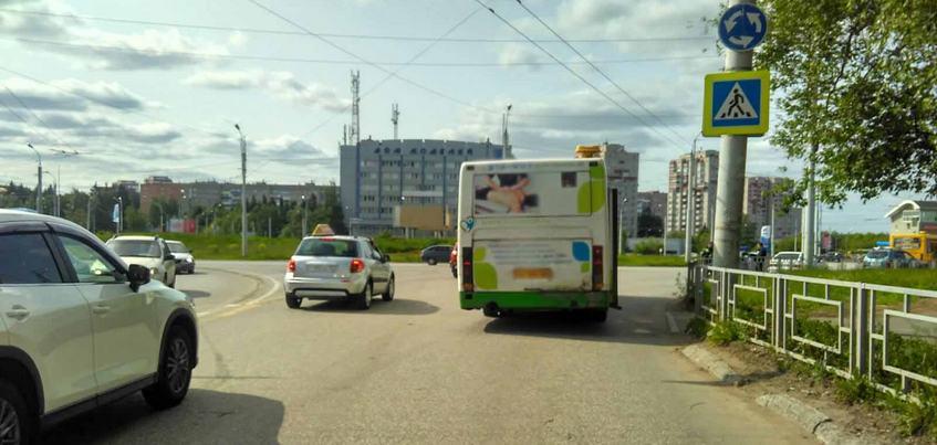 Водитель автобуса сбил 8-летнего мальчика в Ижевске