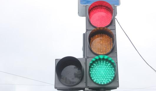 В Ижевске на перекрестке улиц Карла Маркса и Карла Либкнехта починили светофор