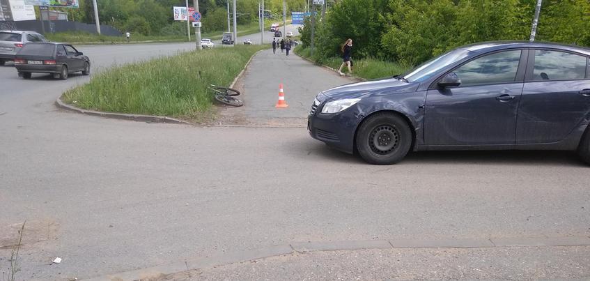 Велосипедист и пенсионерка пострадали в столкновении с «Опелем» в Ижевске