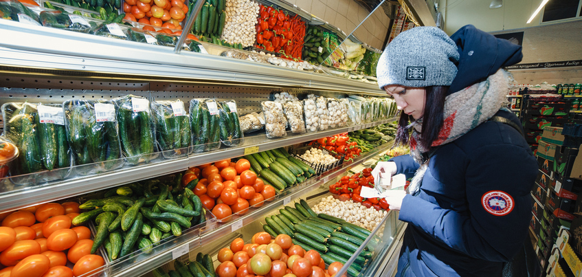 Свыше половины жителей России покупают товары только по акции