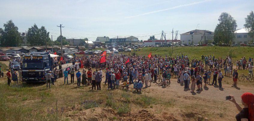 Фотофакт: митинг против строительства комплекса по утилизации отходов прошел в Камбарке