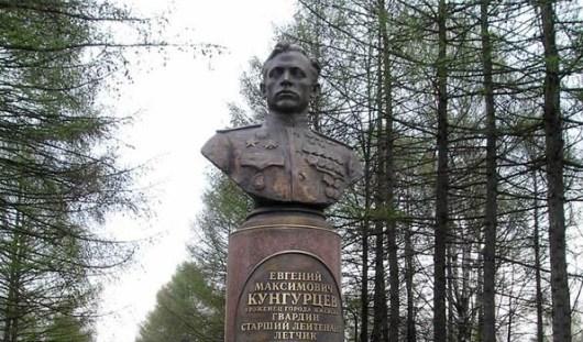 Есть повод: 65 лет назад в Ижевске установили памятник-бюст Евгению Кунгурцеву