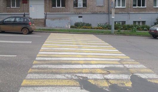 В Ижевске на улице Свободы «зебра» упирается в газон