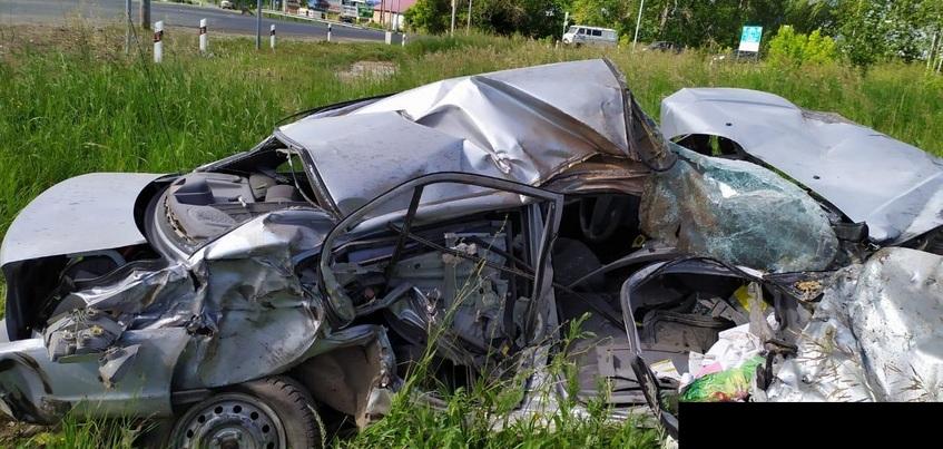 Пассажир легковушки погибла в столкновении с фурой