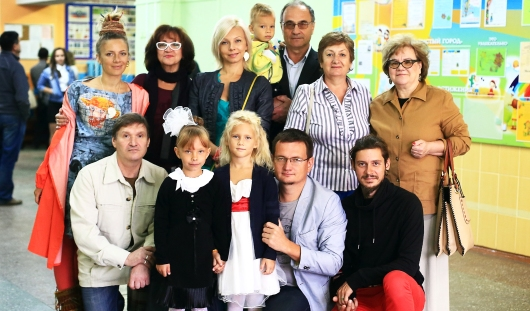Первоклашку из Ижевска провожали в школу семьей из 12 человек