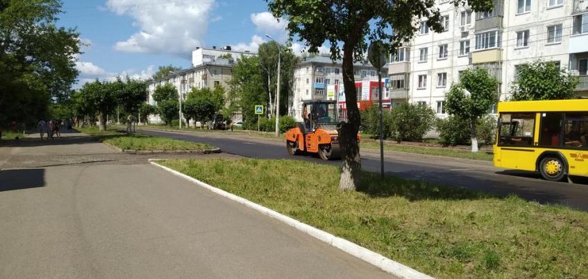 Укладку первого слоя асфальта начали на улице Строителей в Ижевске