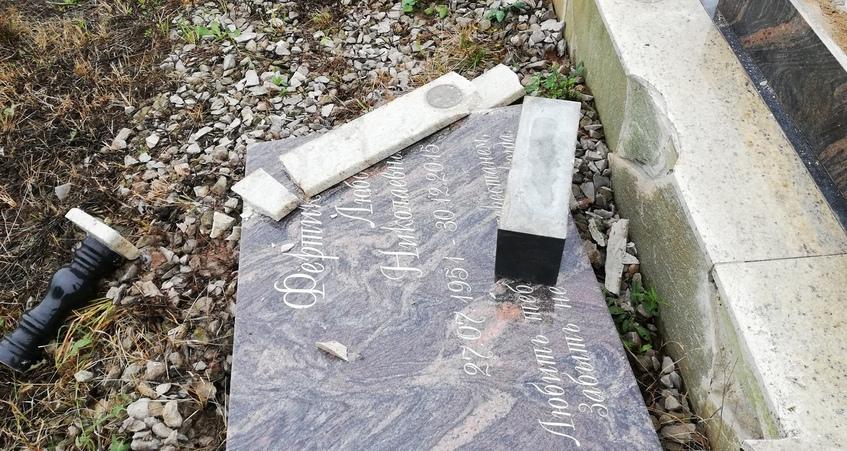 14 могил повредили малолетние вандалы на кладбище в Воткинске