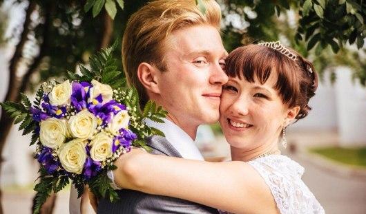 Ижевские молодожены: постучал в окно и предложил выйти замуж