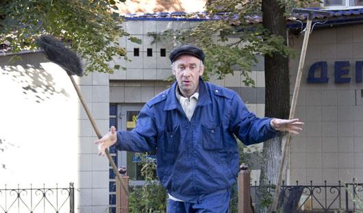 Китайский мастер научил дворника из Ижевска искусству жонглирования