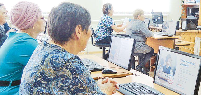 К Дню пожилых людей: 5 услуг, которые можно получить через Интернет
