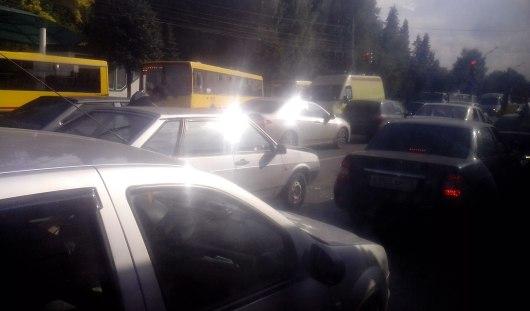 В Ижевске у ТЦ «Малахит» столкнулись две легковушки